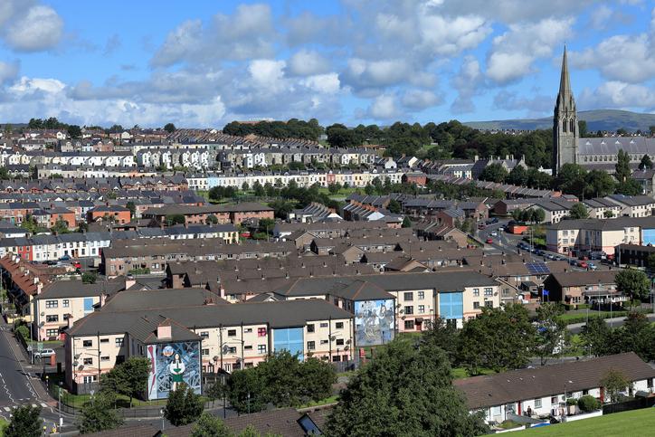 Die Stadt Derry in Nordirland